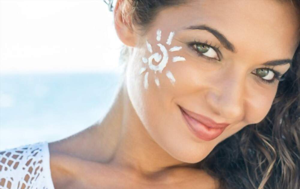 We know that summer is when we all naturally get dehydrated because of the extreme heat that can be really damaging. Take care of skin in summer so that your skin gets long a term glow.